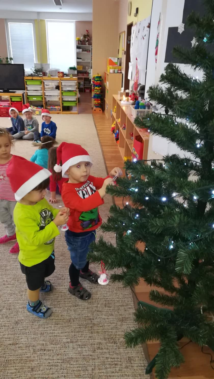 Zdobíme vianočný stromček