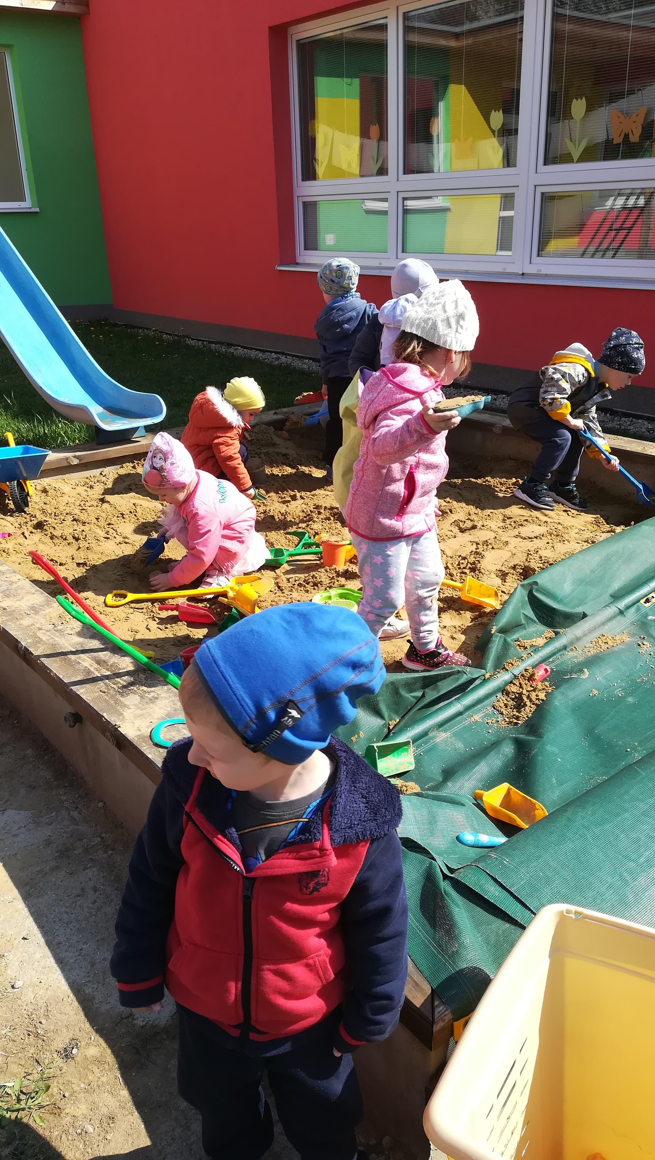 Prvé jarné- stavanie v piesku