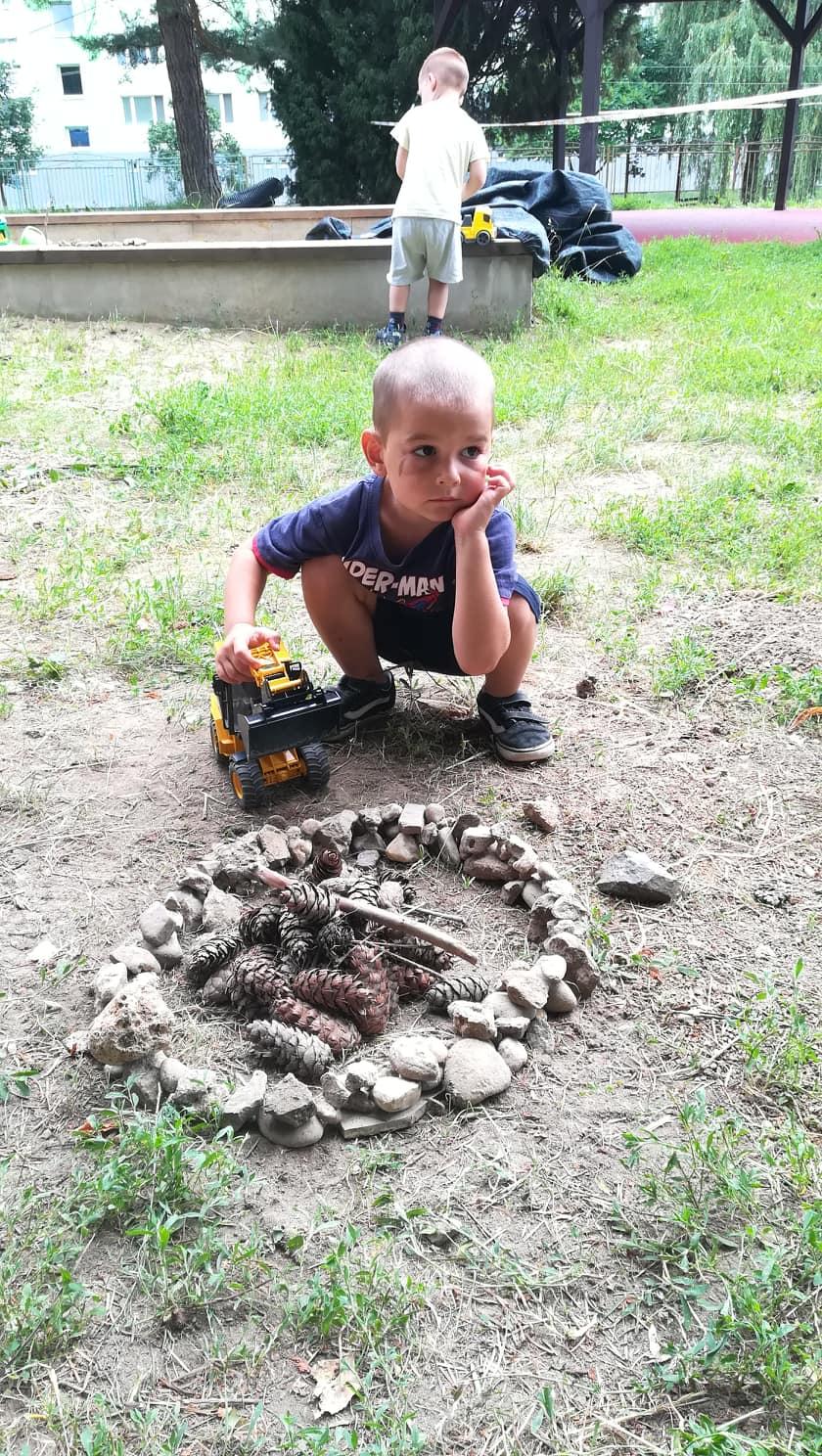 Pomocník Matej- staviame ohnisko