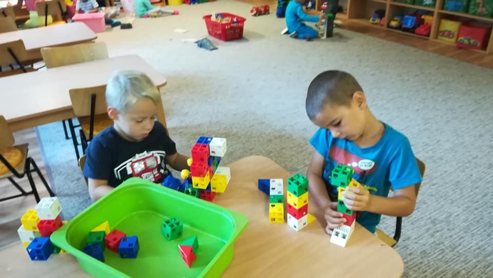 Malí stavbári
